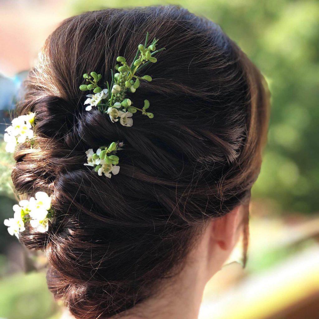 Brautfoto - Steckfrisur mit Blumen