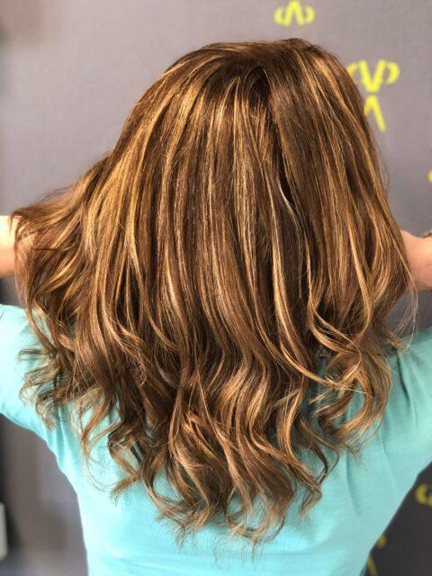 Kundenfoto, bewegtes Haar, Balayage, sun-kissed