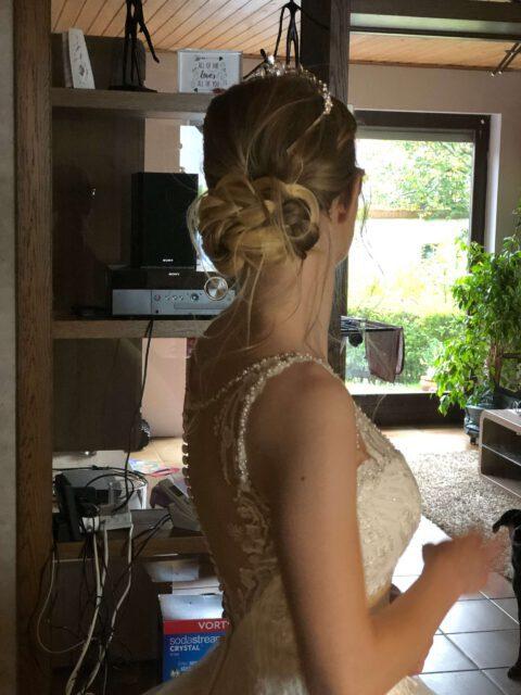 Brautfoto lockerer Nackenknoten mit Diadem